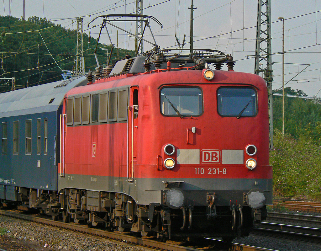 110 231-8 mit Autoslaaptrein in Köln-West am 30.07.2010