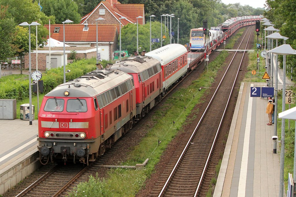 218 397-8 mit 218 xxx-x in Morsum am 06.08.2011