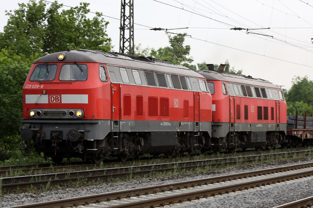 225 029-8 in Duisburg-Neudorf am 25.05.10