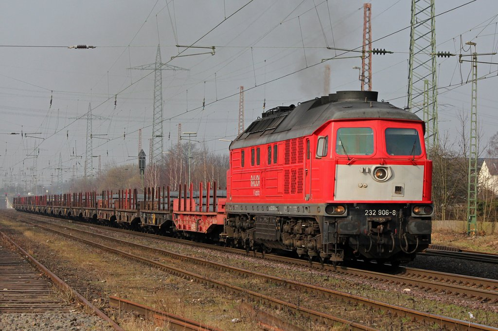 232 906-8 mit Stahlzug in Ratingen-Lintorf am 14.03.2012
