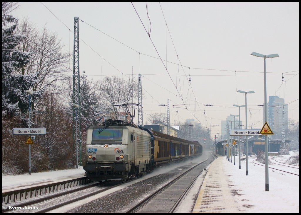 37025 (Akiem/HSL) in Bonn-Beuel am 16.1.2013.