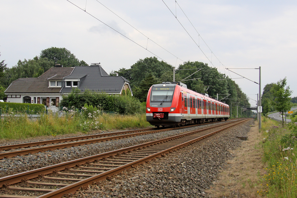 Der 422 078-6 in Neviges am 15,07,12