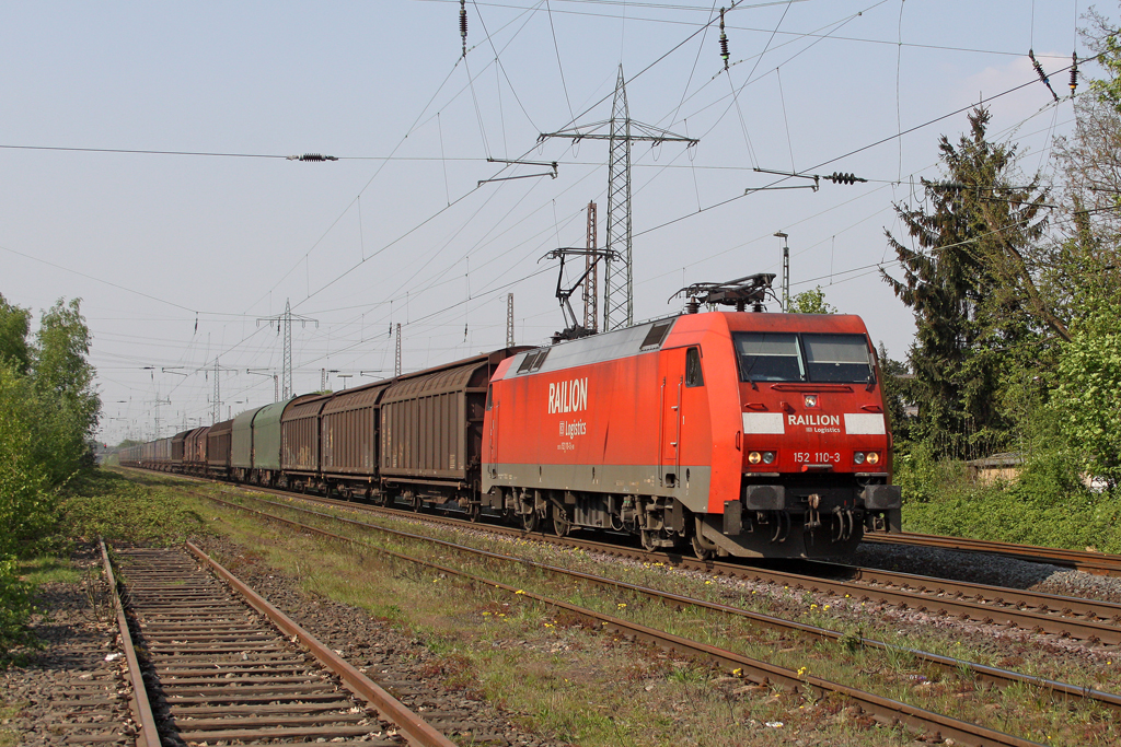Die 152 110-3 in Ratingen Lintorf am 21,04,11