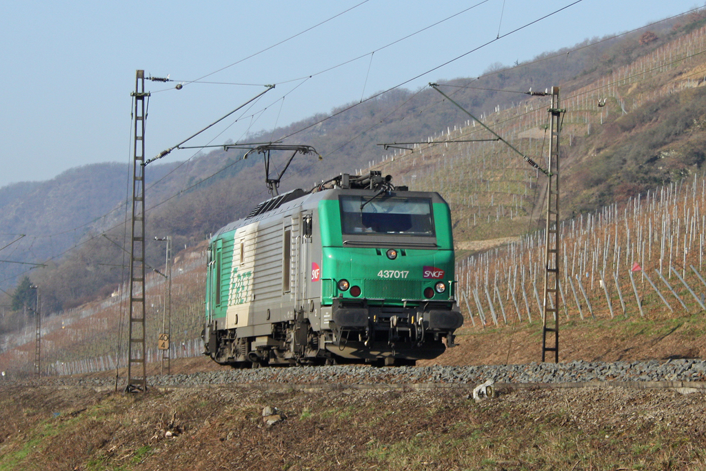 Die 437017 Lz in Pommern (Mosel) am 29,01,11