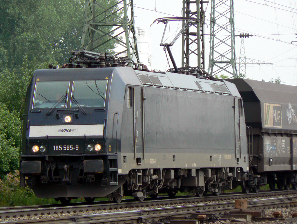 MRCE 185 656-9 am NIAG Zug in Gremberg am 27.05.2010