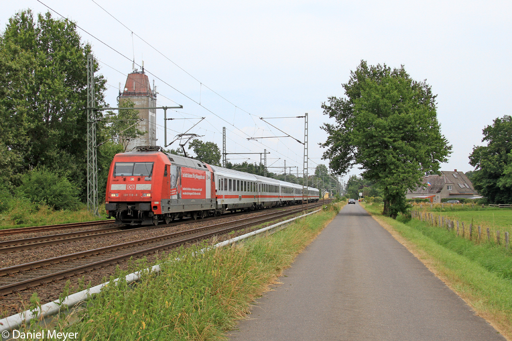 Die 101 118-8 in Brokstedt am 26.07.2013