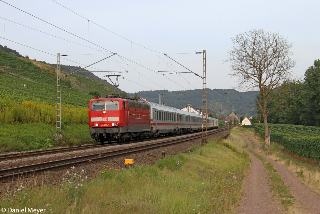 Die 181 220-5 in Pommern ( Mosel ) am 22.08.2013