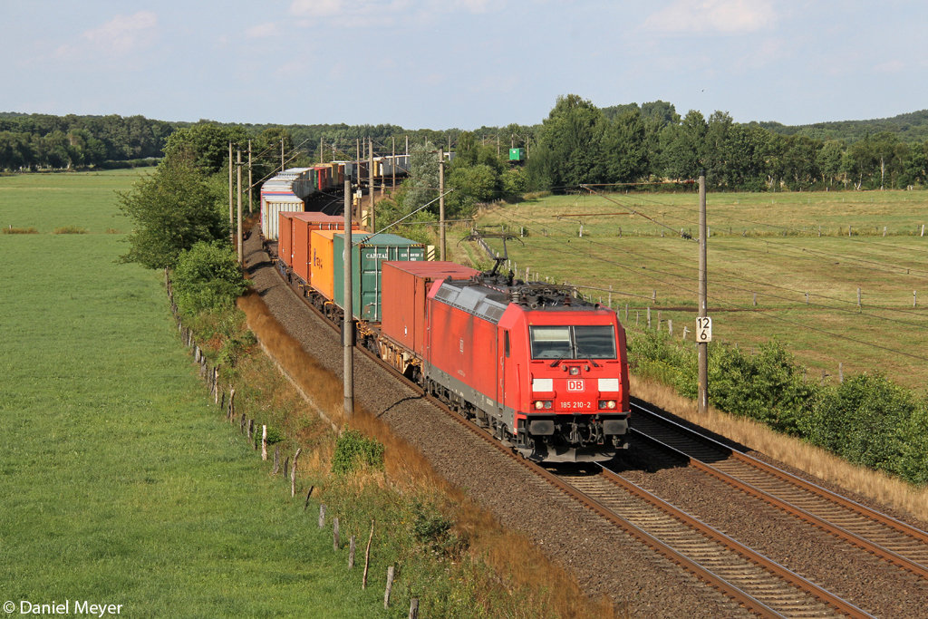 Die 185 210-2 in Ramelsloh am 01.08.2013