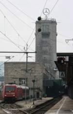 BR 101/58629/auch-dieser-turm-verleirt-bald-seine Auch dieser Turm verleirt bald seine Bedeutung wenn der Hauptbahnhof im Erdboden versinkt. Interesant ist auf Gelsi 170 die 101er mit nur einem N-Wagen.