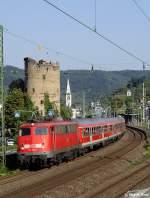 br-110-e10/147162/nach-einem-zwischenstopp-in-boppard-setzt Nach einem Zwischenstopp in Boppard setzt die 110 300 die fahrt mit dem RE12100 nach Koblenz Hbf fort. Heute befindet sich diese Lok in Obhut des Vereins 'Baureihe E10.e.V.'   www.e10ev.de