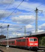 BR 111/95777/die-111-163-kommt-gerade-aus Die 111 163 kommt gerade aus der Abstellanlage und rangiert Ihren Zug an den Bahnsteig um am 16.09.2010 pünktlich den Stuttgarter Hbf zu verlassen.