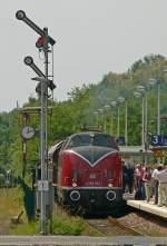 Auf Tour mit V200 033/75196/freie-fahrt-fuer-v200-033-am Freie Fahrt für V200 033 am Bahnhof Witterschlick.